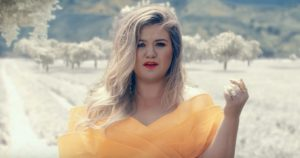 Kelly Clarkson - Love So Soft